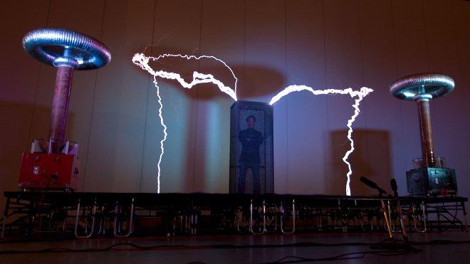 Faraday kafesine güvenerek kendinizi elektromanyetik dalgalardan koruyabilirsiniz.[