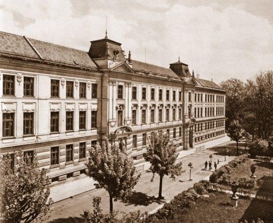 Gymnasium, 1834