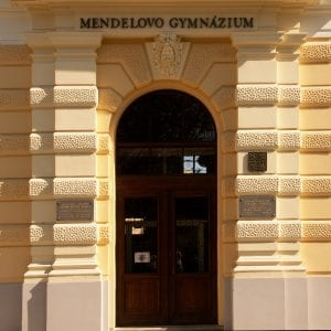 Şimdiki ile Mendelovo Gymnasium