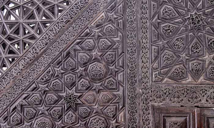 Konya Alaeddin Camii'nin kündekâri minberi. Bursa Ulu Cami'den yaklaşık 100 yıl önce inşa edilmiş olan bu minber, Selçuklu sanatının eşsiz bir örneğidir.