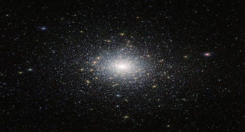 New_VISTA_snap_of_star_cluster_47_Tucanae (1)