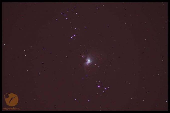 Orion bulutsusunun, kamera ile doğrudan çekildiğinde elde edilen ham aydınlık görüntüsü
