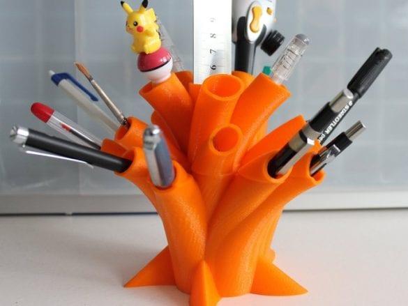 3D yazıcıyla üretilmiş farklı bir tasarıma sahip kalemlik. Referans: https://www.thingiverse.com/thing:73489