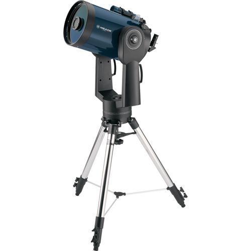 Katadioptrik türünden bir teleskop. Önde bir adet mercek ve ikincil ayna, arkada da birincil bir ayna taşır.