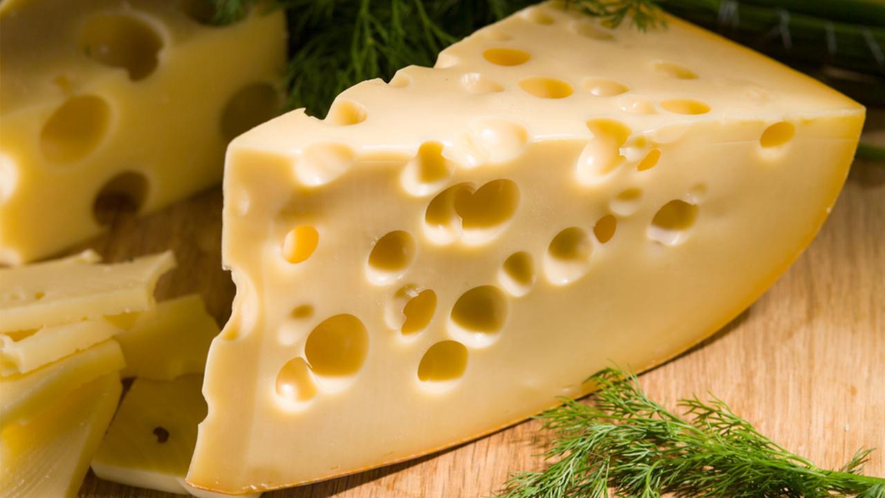 Photo of İsviçre Peynirindeki Deliklerin Sebebi