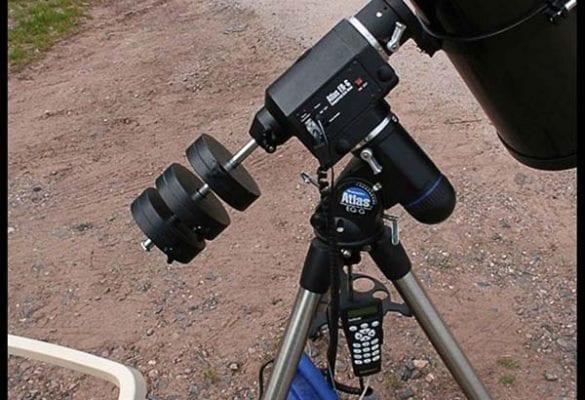 Ekvatoryal kurgu sistemine sahip bir Go-To teleskop.