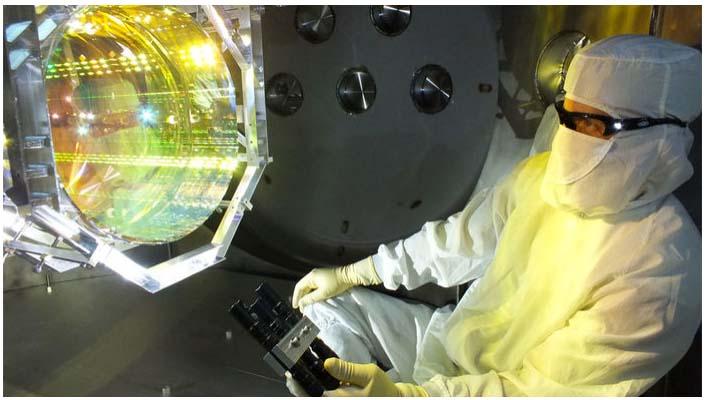 LIGO'nun aynalarına vuran kuantum itmeleri dünyanın en verimli kütle çekim yayılımını yaratacak. (Matt Heintze/Caltech/MIT/LIGO Lab)