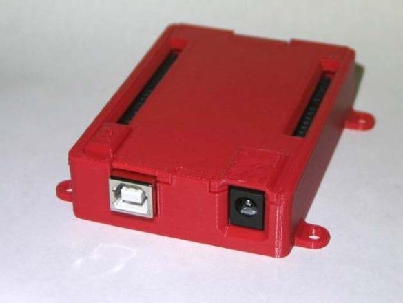3D yazıcıyla üretilmiş Arduino UNO için dış kutu. Referans: https://www.thingiverse.com/thing:713091